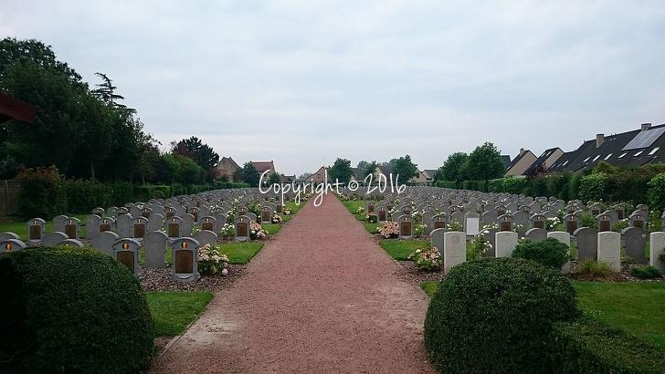 Belgian Military Cemetery Adinkerke (main entrance)